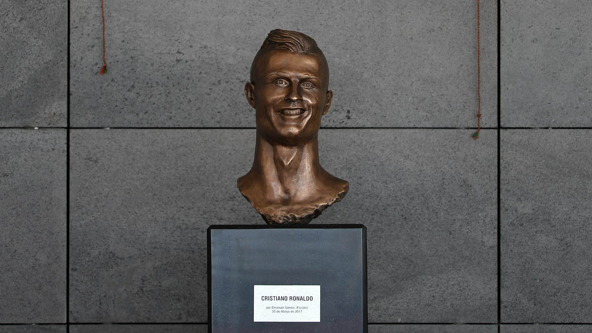 cristiano-ronaldo-statue-madeira-airport